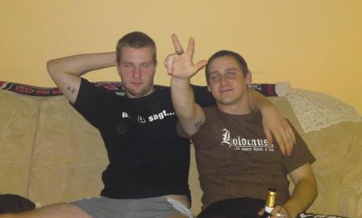 David Schulz (links) und Jeffrey Windolf in Boxershorts und verbotenem Kühnen-Gruß.