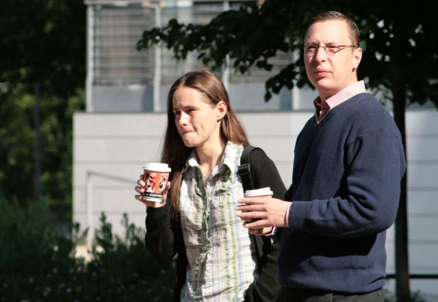 Neonazis unter sich – Mary Ehrenberg und André Werner (rechts) am Rande eines NPD-Standes am 19. Mai 2007 in Frankfurt (Oder)