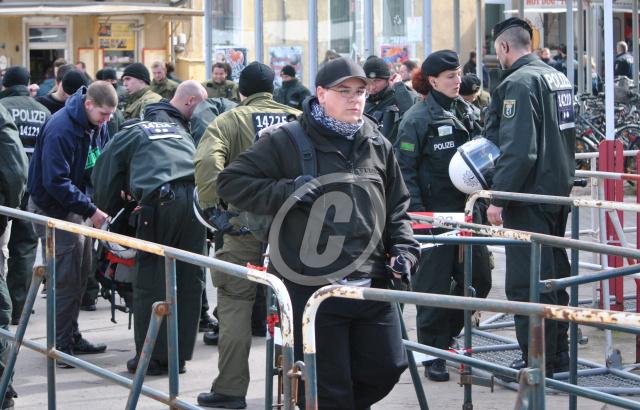 Robert Krause (mitte) als einziger Vertreter der AN-OS bei einer NPD-Demonstration am 31. März 2012 in Brandenburg/Havel.