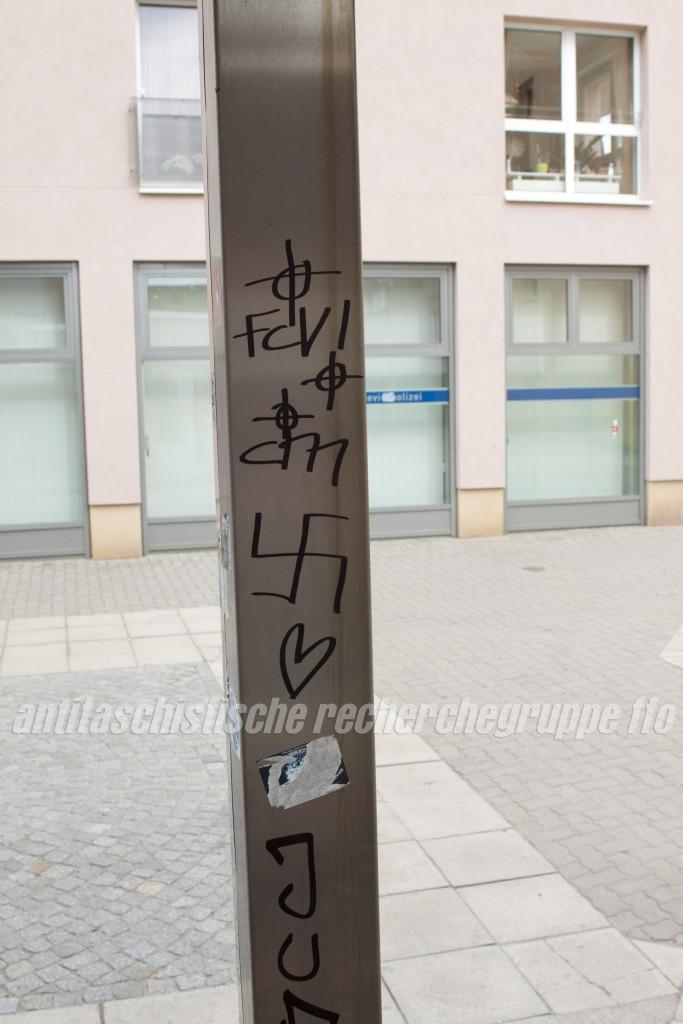 Die Hooligan-Gruppen CM (Crimark) und FCV vereint die Liebe zum Fussball und zum Neonazismus. Kelten- und Hakenkreuze in der Frankfurter Innenstadt.