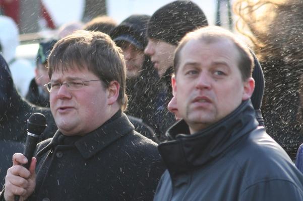 Holger Apfel und Klaus Beier (v.l.n.r) auf der NPD-Demonstration am 27. Januar 2007 in Frankfurt (Oder).