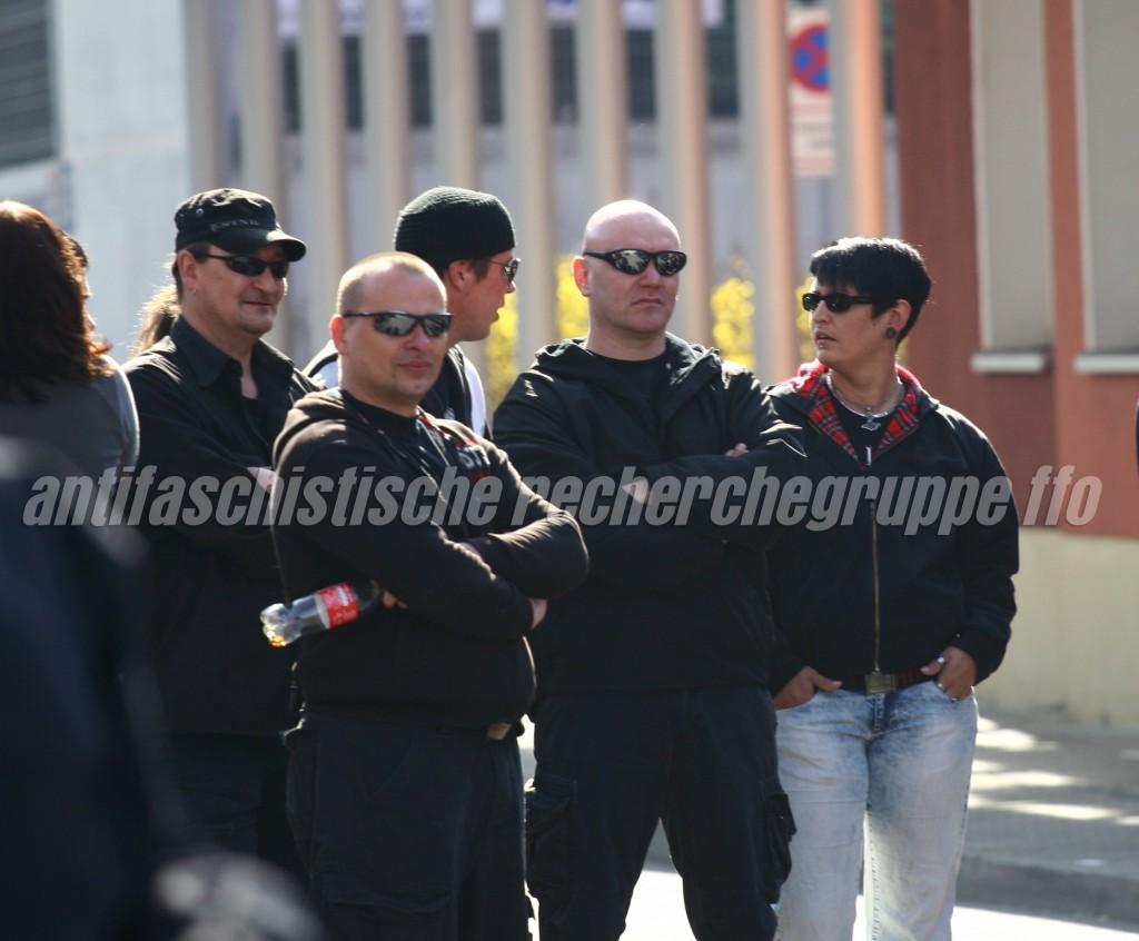 Lange nicht mehr gesehen: Am 24. März 2012 zeigten sich auf einer NPD-Demonstration in Frankfurt (Oder) Mario Müller (links m. Basecape und Sonnenbrille), Sven Lemke (zweiter von rechts) und Kora Krupke (rechts).