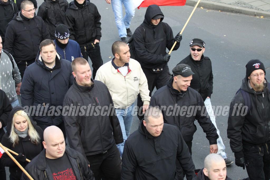 """Lassen selten eine Demonstration aus: Robert Gebhardt aus Bad Freienwalde (rechts mit Wollmütze), Mario Schreiber (Bascecap u. Sonnenbrille) und Jan Kolaczinzki (Bascecap """"Ignite"""") aus Frankfurt. (photo: pressdienst frankfurt (oder))"""