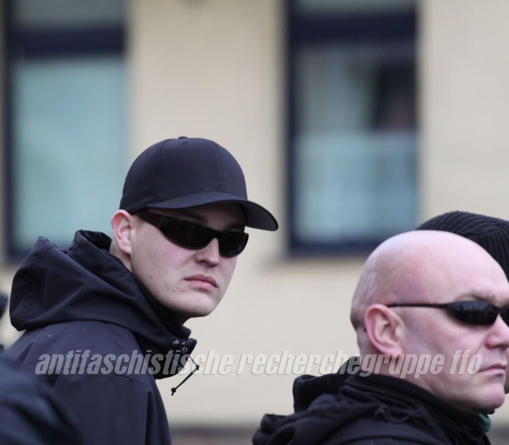"""Versuchen sich zu verbergen: Willi Muchajer (links) im """"AN""""-Look und Sven Lemke."""