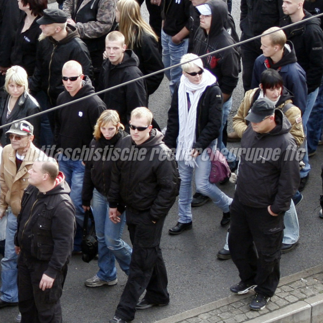 Frankfurter auf der Demonstration. U.a. im Bild: Martin Wilke (links mit Sonnenbrille), Willi Muchajer (rechts oben mit blauer Harrington-Jacke).