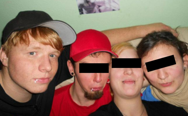 Auch Neonazis wollen mal Feiern: Tim Wendt (links) auf einer Party im Herbst 2011.