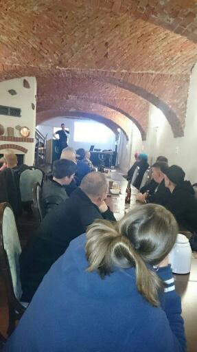 """Bald ein neuer Stützpunkt im Oderland?: """"III. Weg""""-Kader Matthias Fischer stellt die Arbeit seiner Partei im März in Beeskow vor. (Photo: der-dritte-weg.info)"""